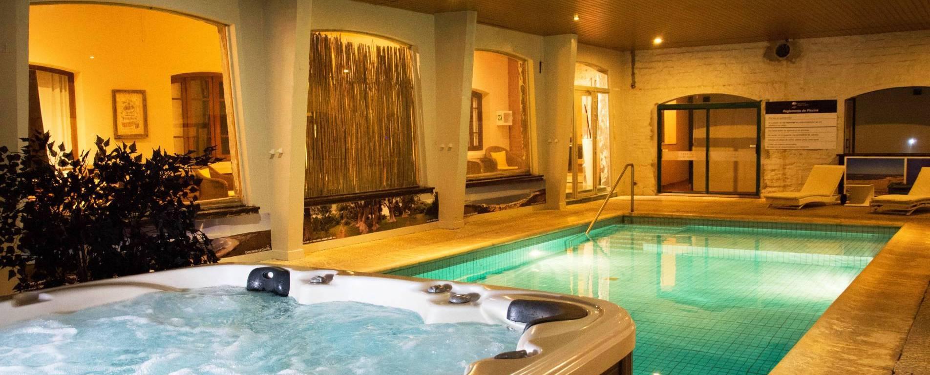 Piscina climatizada en Hotel Parque Oceánico en Rocha